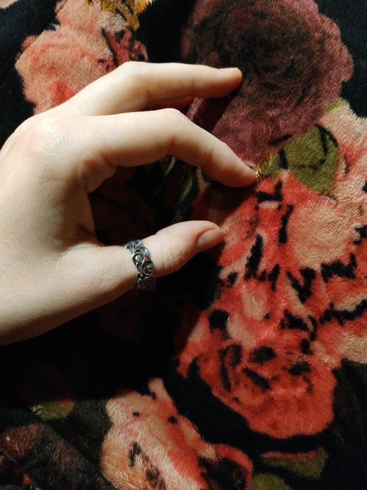 Красивое колечко, хорошо смотрится на любом пальчике