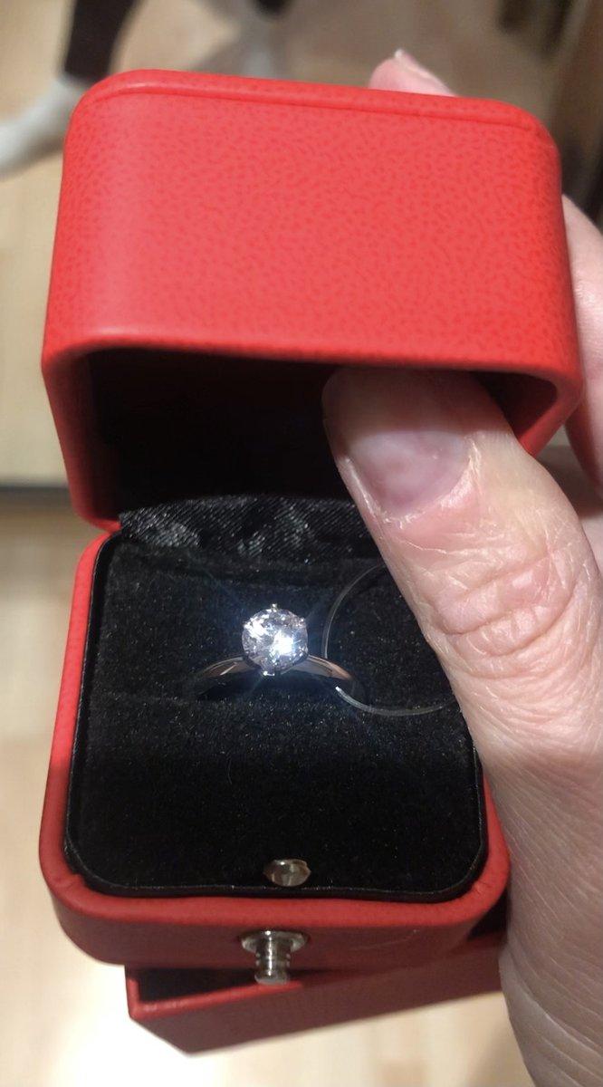 Прекрасное лаконичное кольцо