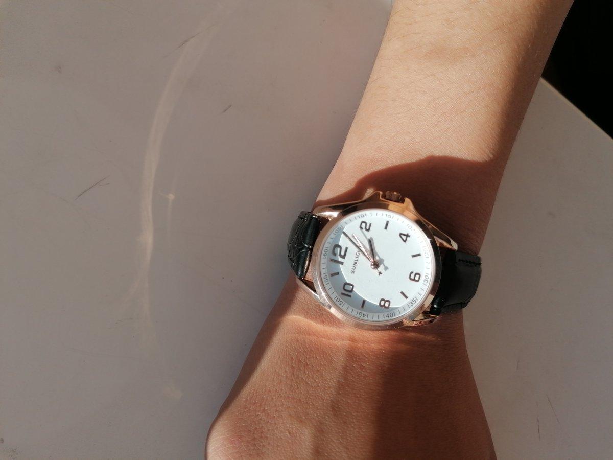 Классические часы с точным циферблатом