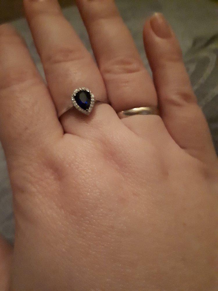 Элегантная классика. кольцо с сапфиром и бриллиантами, белое золото.