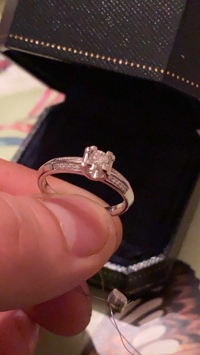 Купил кольцо с бриллиантом