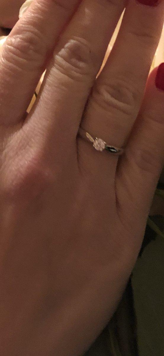 Кольцо потрясающее. ничуть не пожалел что купил именно его. цена супер