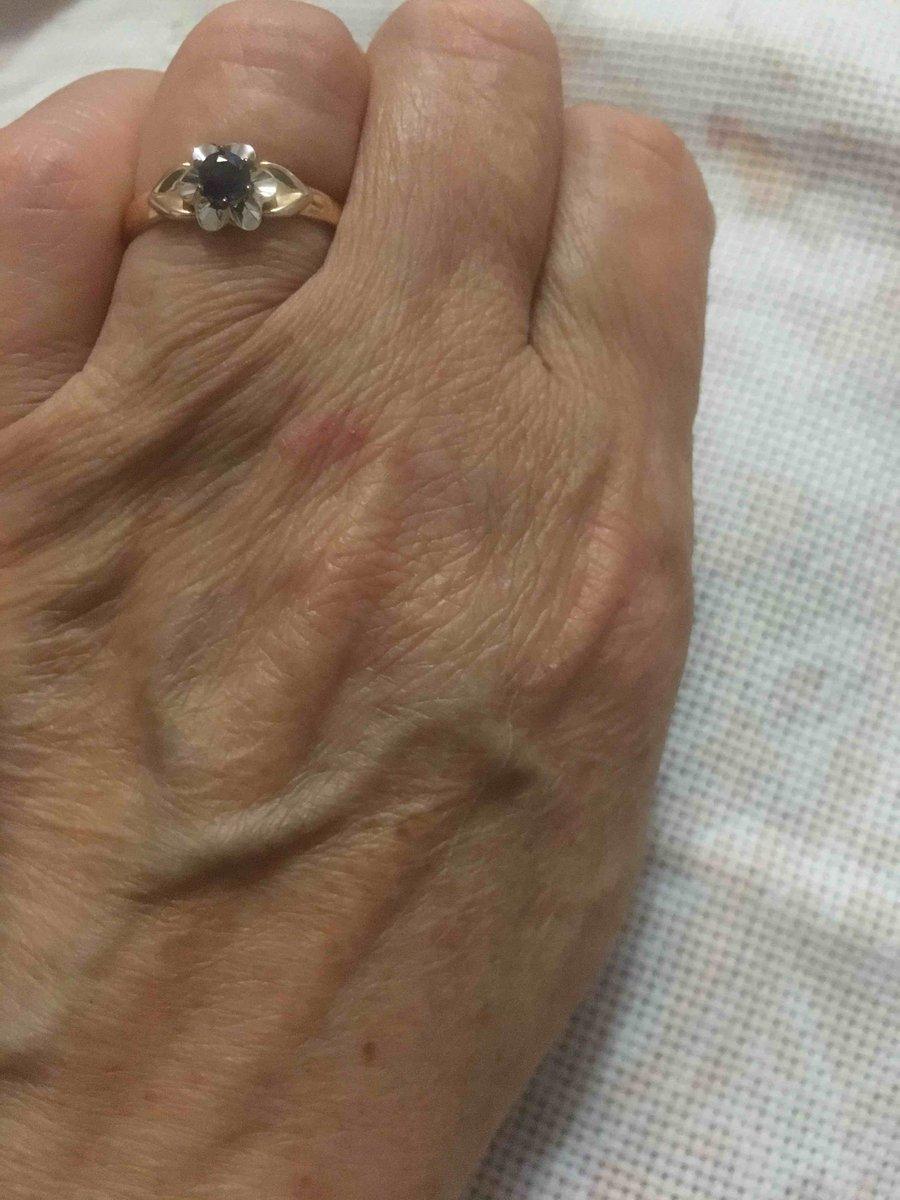 Золотое кольцо с сапфиром очень красивые. у нас в ноябре сапфировая свадьба