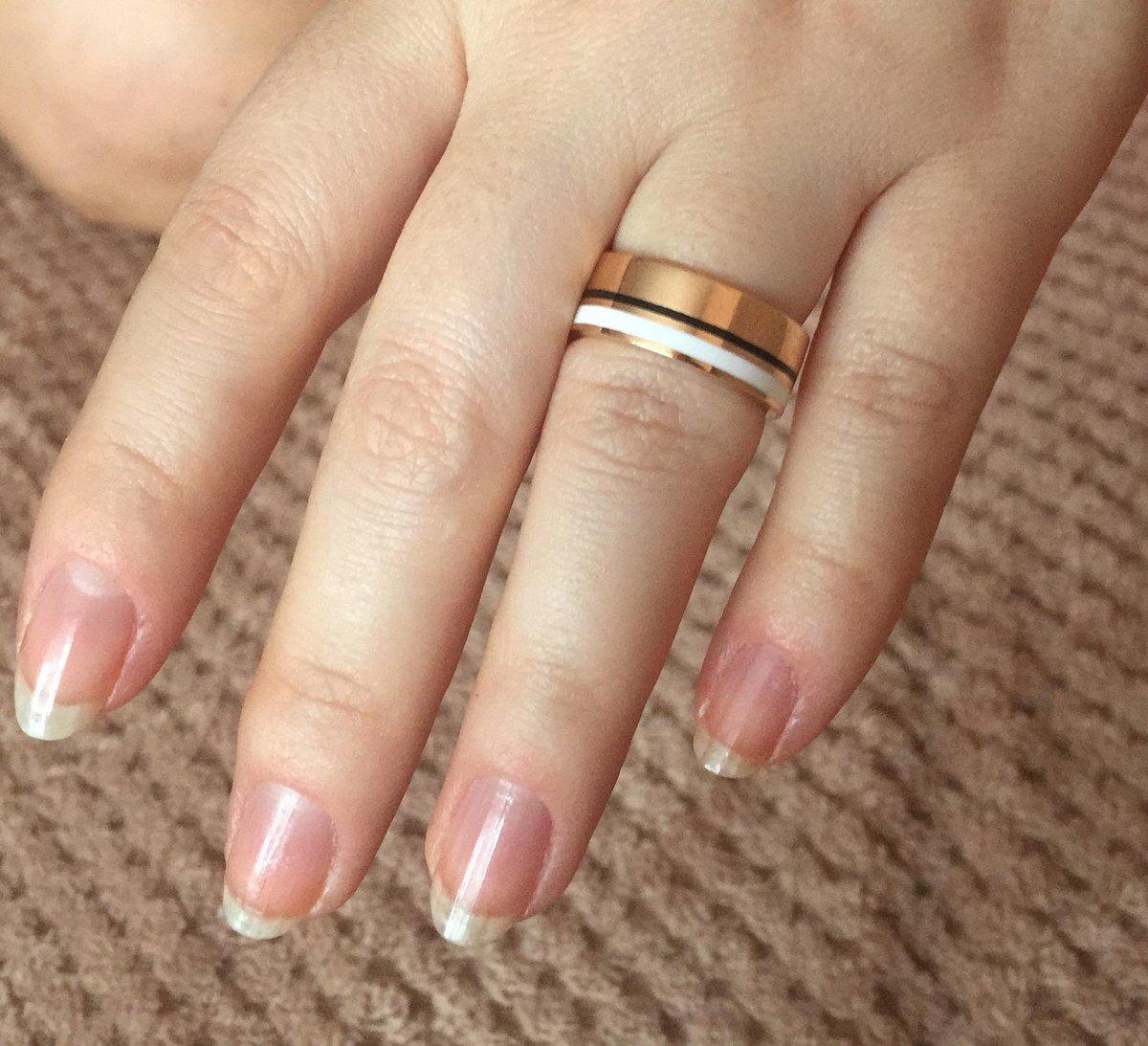 Серебряное кольцо со вставками черной и белой эмали