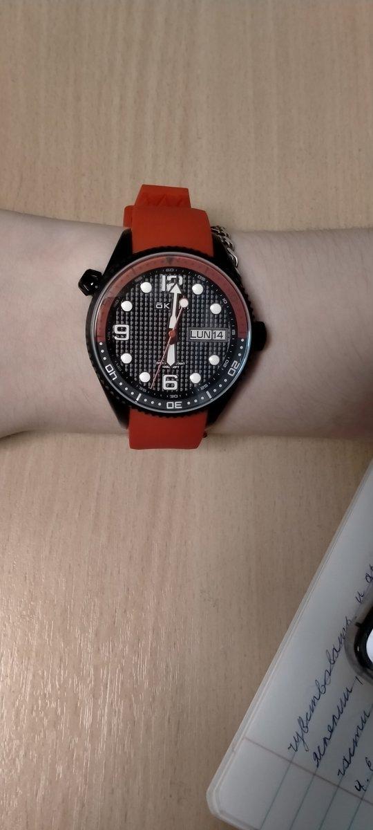 Стильные спортивные часы.