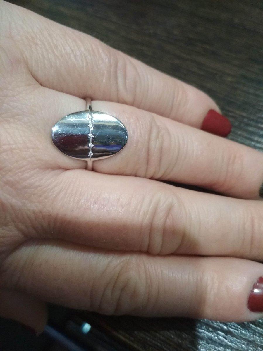Серебряное кольцо с фианитоми.