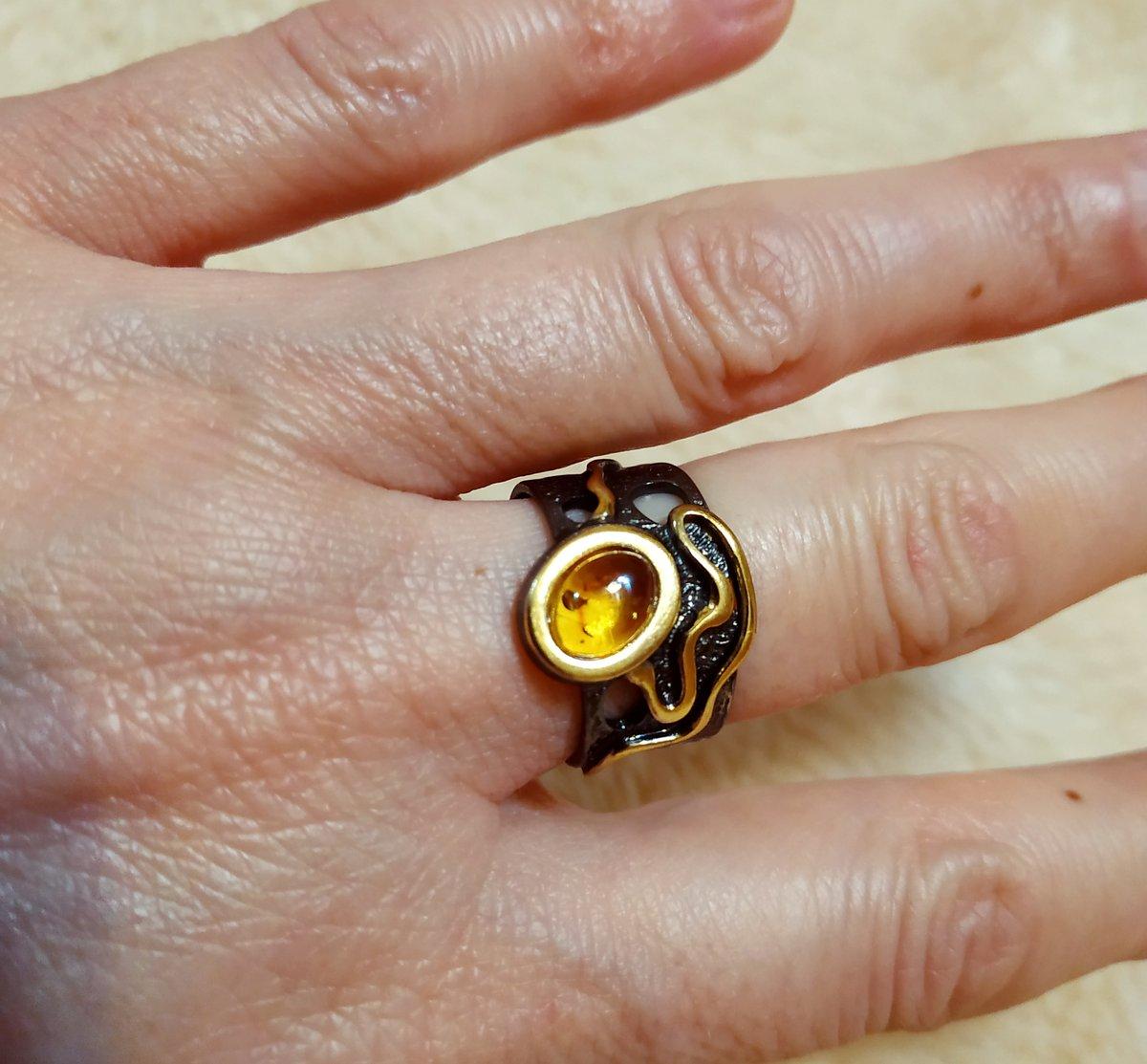Серебряное кольцо с янтарем.