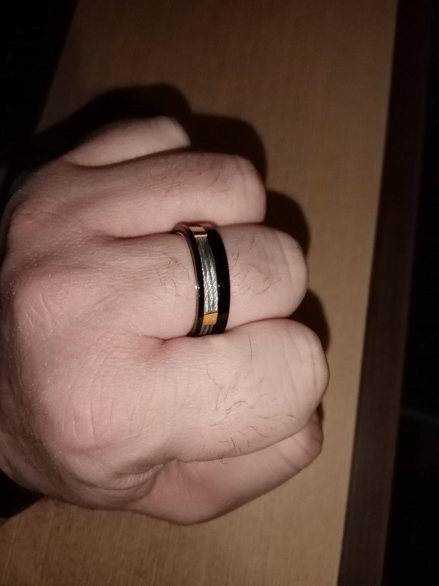 Красивое кольцо,для мужчин,ценящих мелочи в деталях.