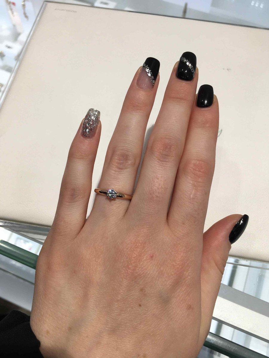 Классическое кольцо с небольшим камнем .
