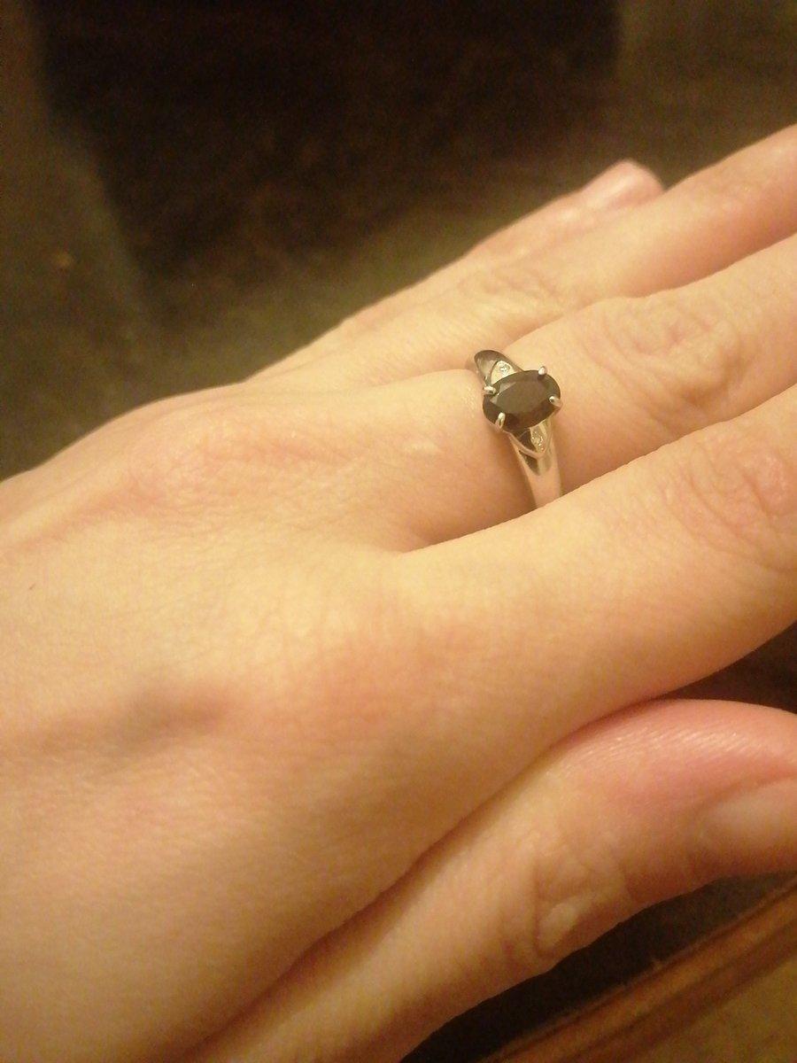 Изящное маленькое кольцо с природным гранатом