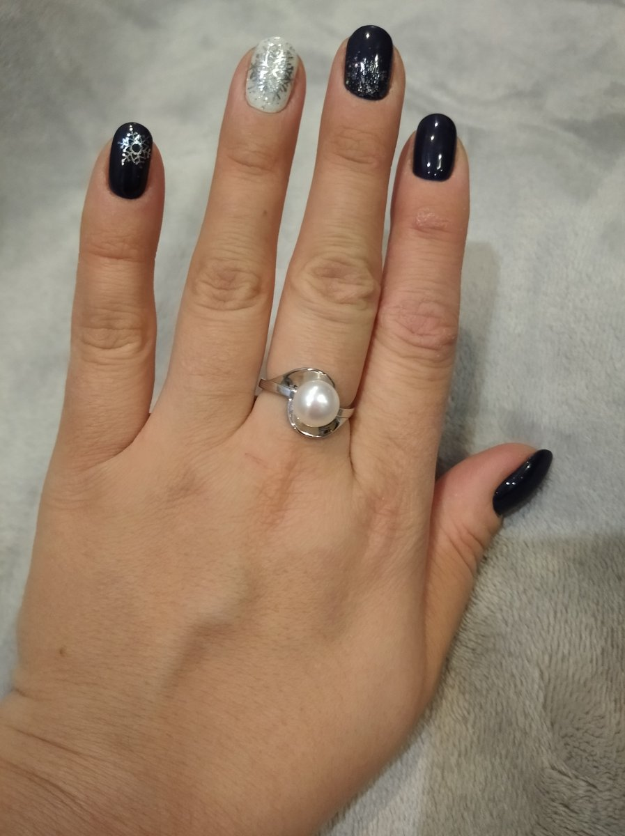 Интересное кольцо. очень лёгкое,не цепляется.