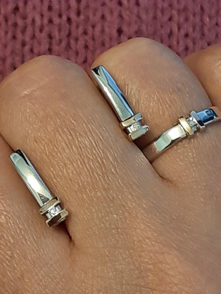 Серебряное кольцо с бриллиантами.