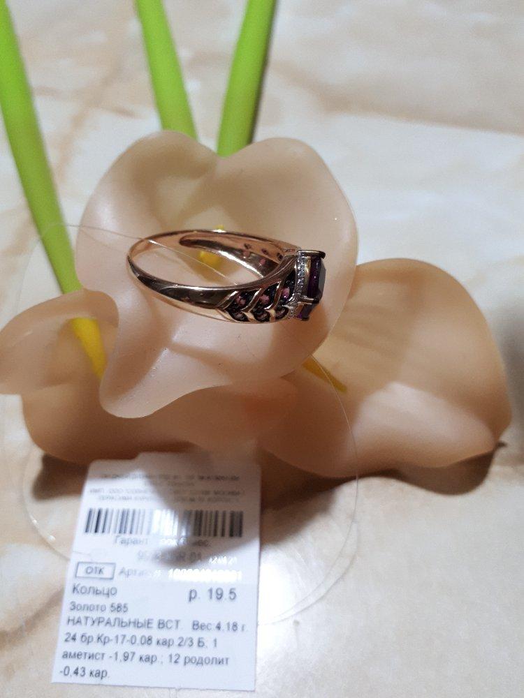 Золотое кольцо с фиолетовым аметистом, бриллиантами и родолитами. чудное!
