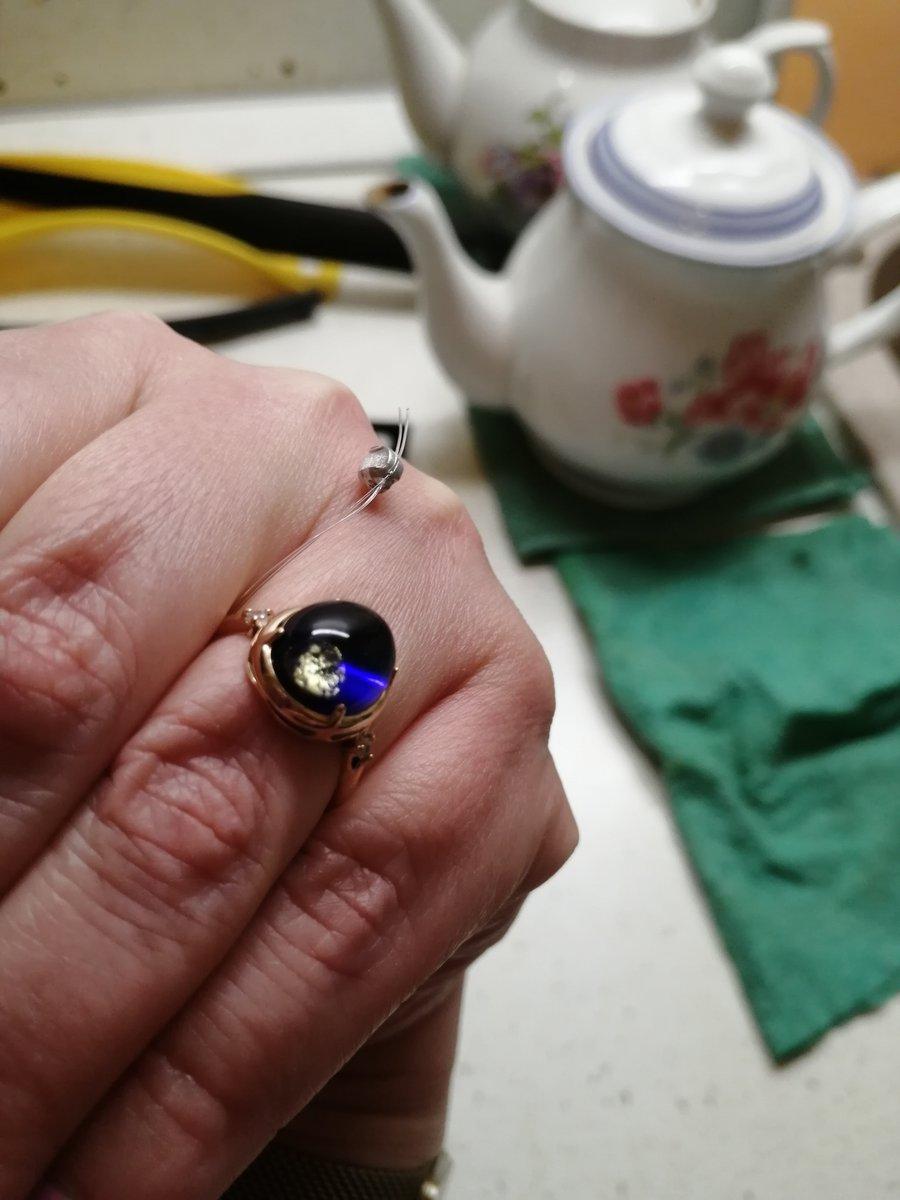 Прекрасное кольцо с синим камнем