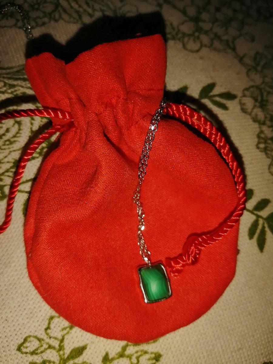 Серебряное швейное украшение с малахитом