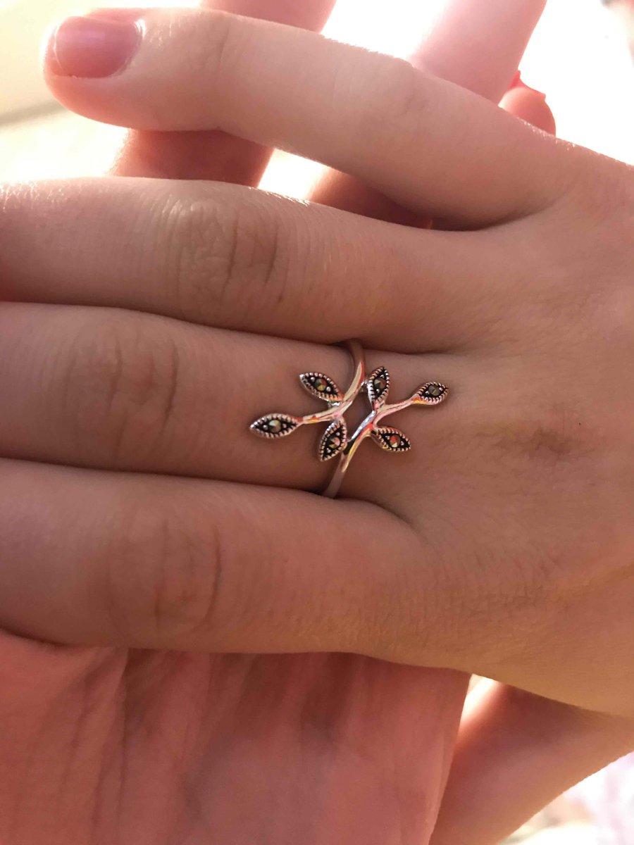 Хорошее кольцо, ребенок рад