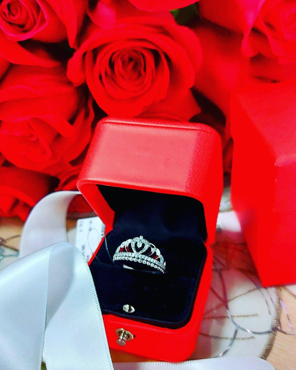 Кольцо очень красивое!смотрится просто оболденно!