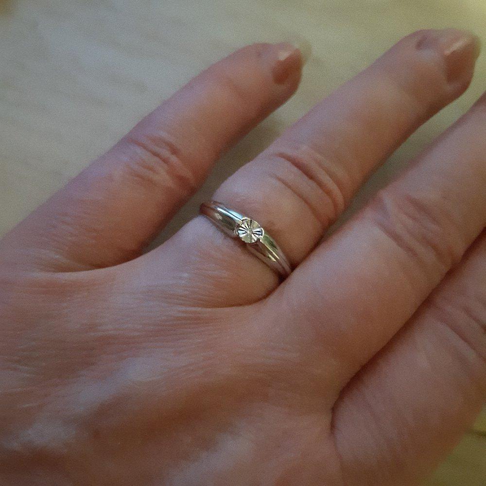 Кольцо серебрянное с бриллиантом