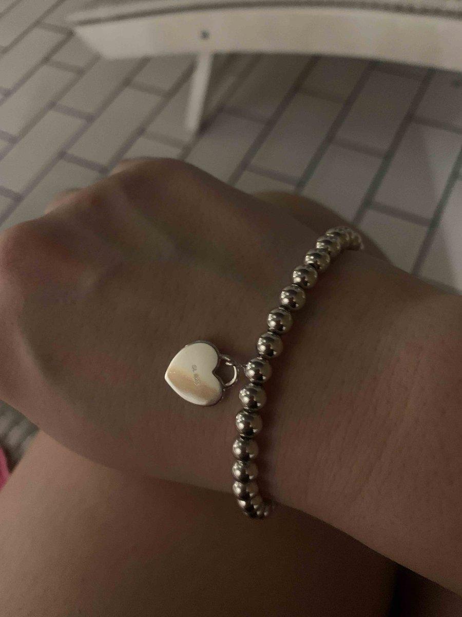 Удобный и стильный браслет!)