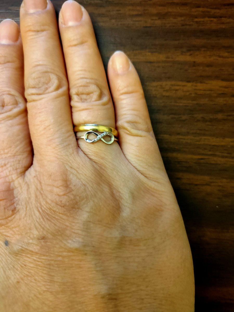 Кольцо из белого золота и пяти брильянтоми.