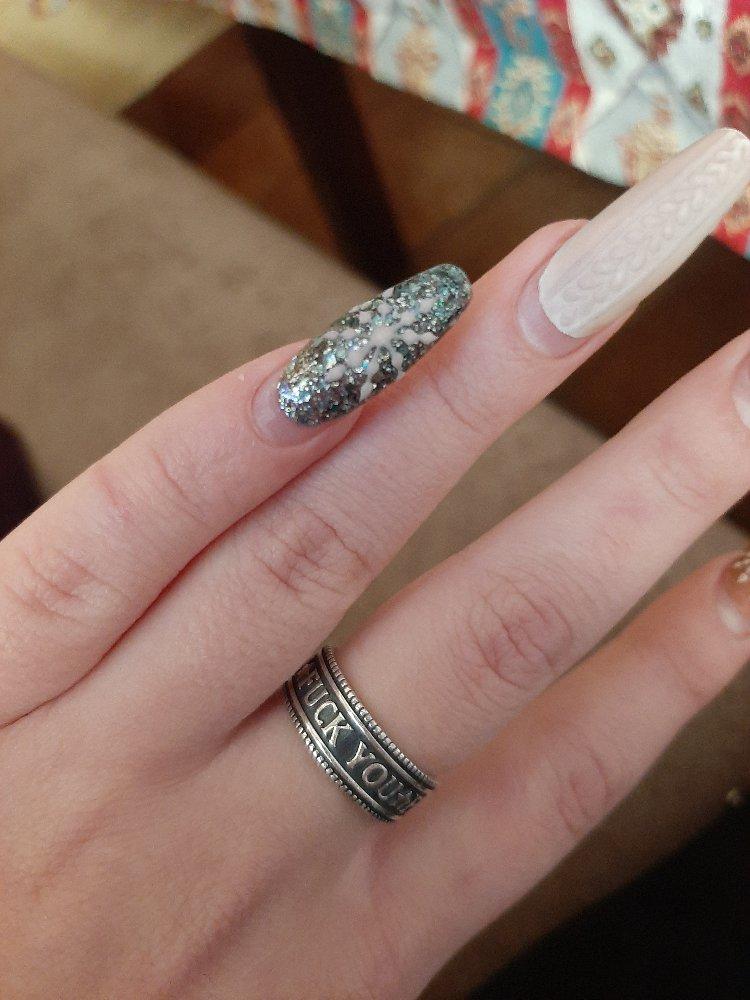 Кольцо 💍 очень хорошее 👍