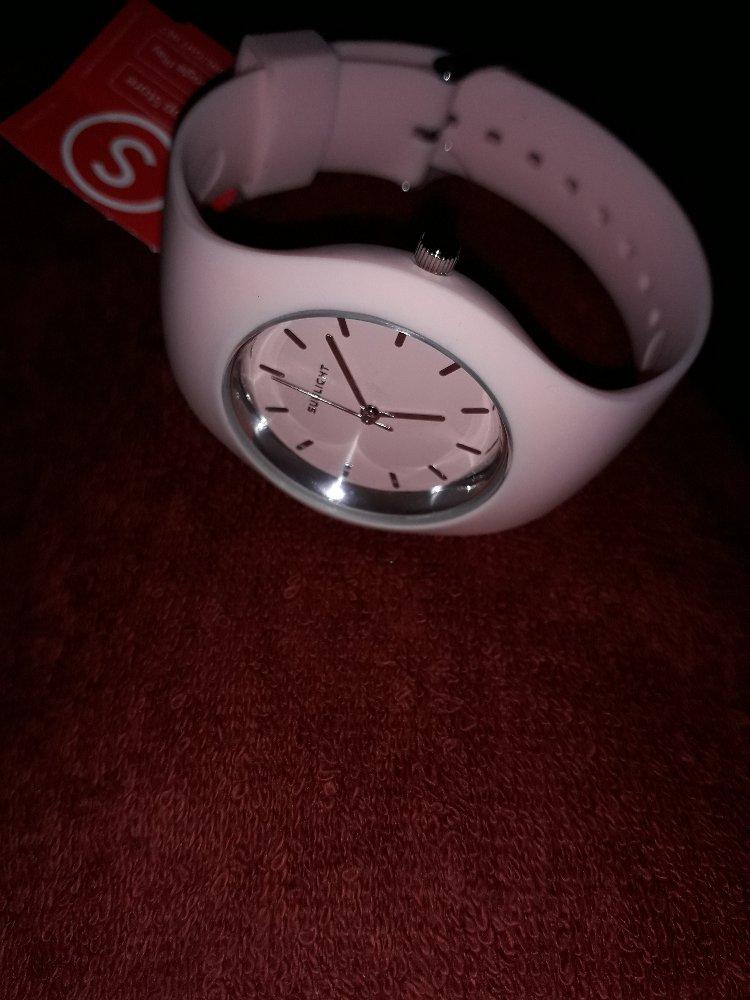 Розовые кварцевые женские часы.