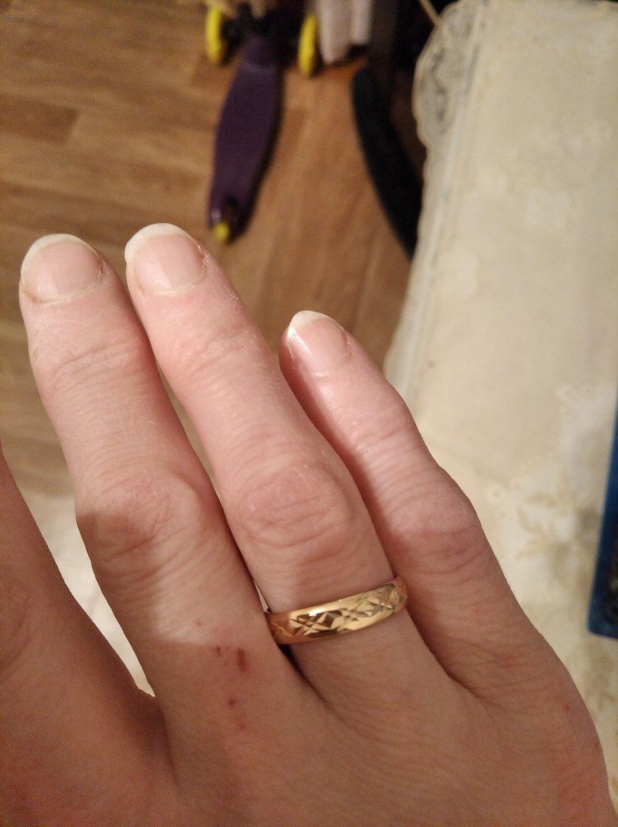 Отличное обручальное кольцо, необычное,хороший вес изделия