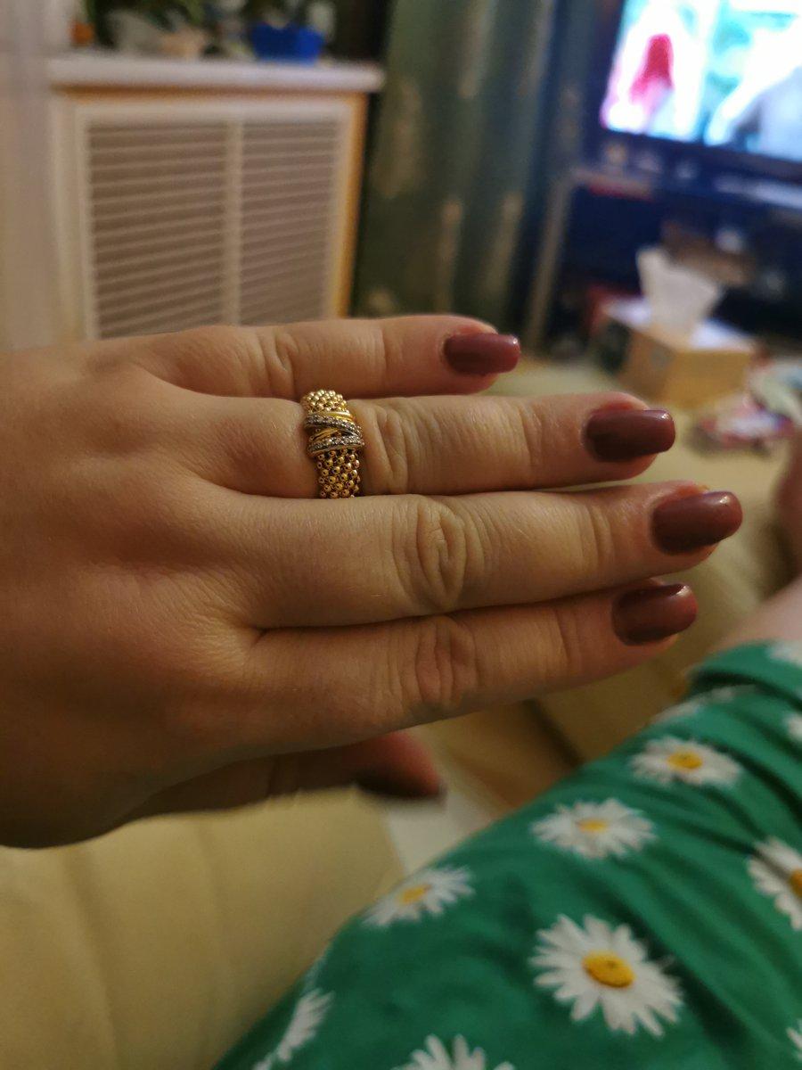 Ну очень довольна! да же на мои пухленькие руки смотрится потрясающе!!!