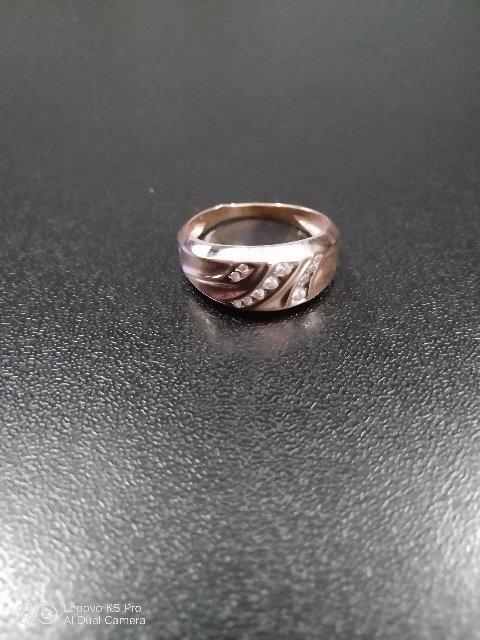 Отлично кольцо на руке смотрится достаточно крупно, но вес меньше .