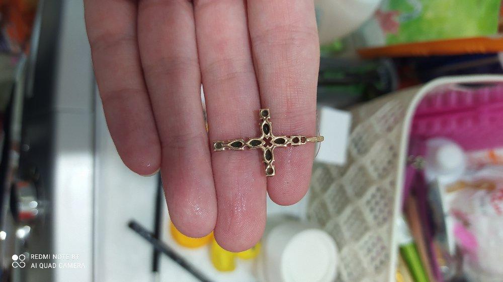 Красивый крестик, очень стильно смотрится.