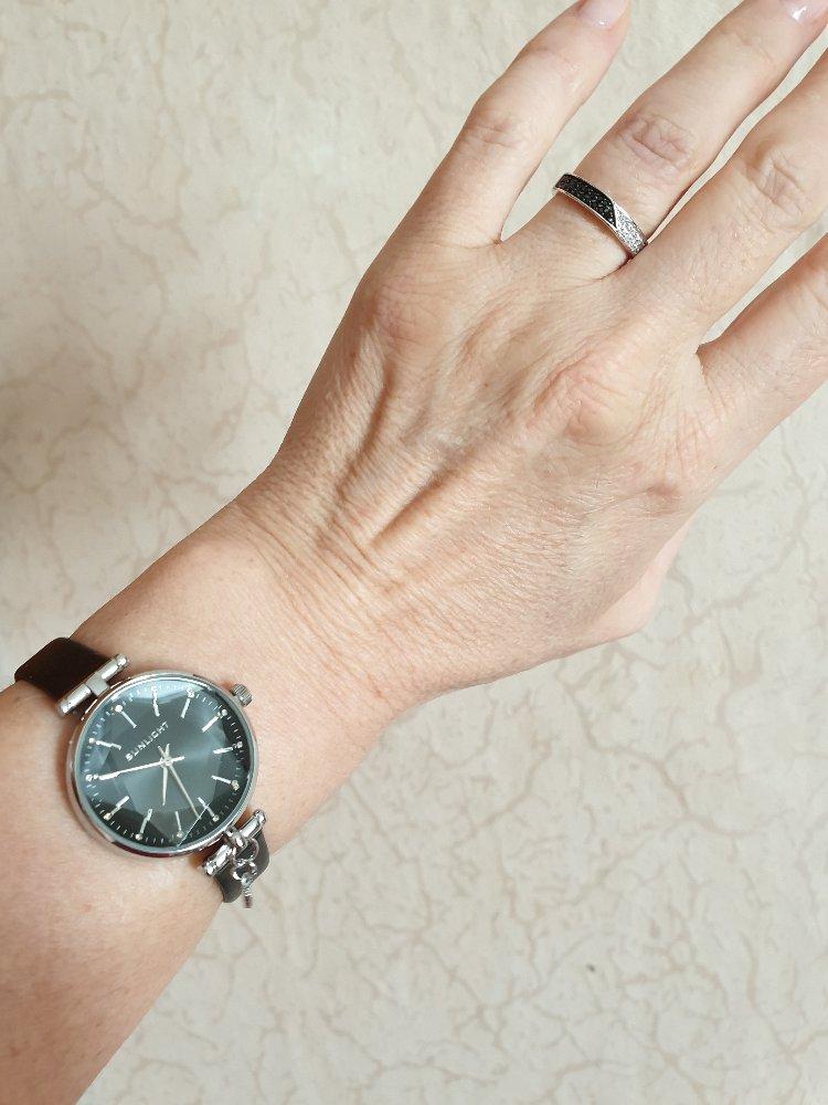 Часы серебряные.