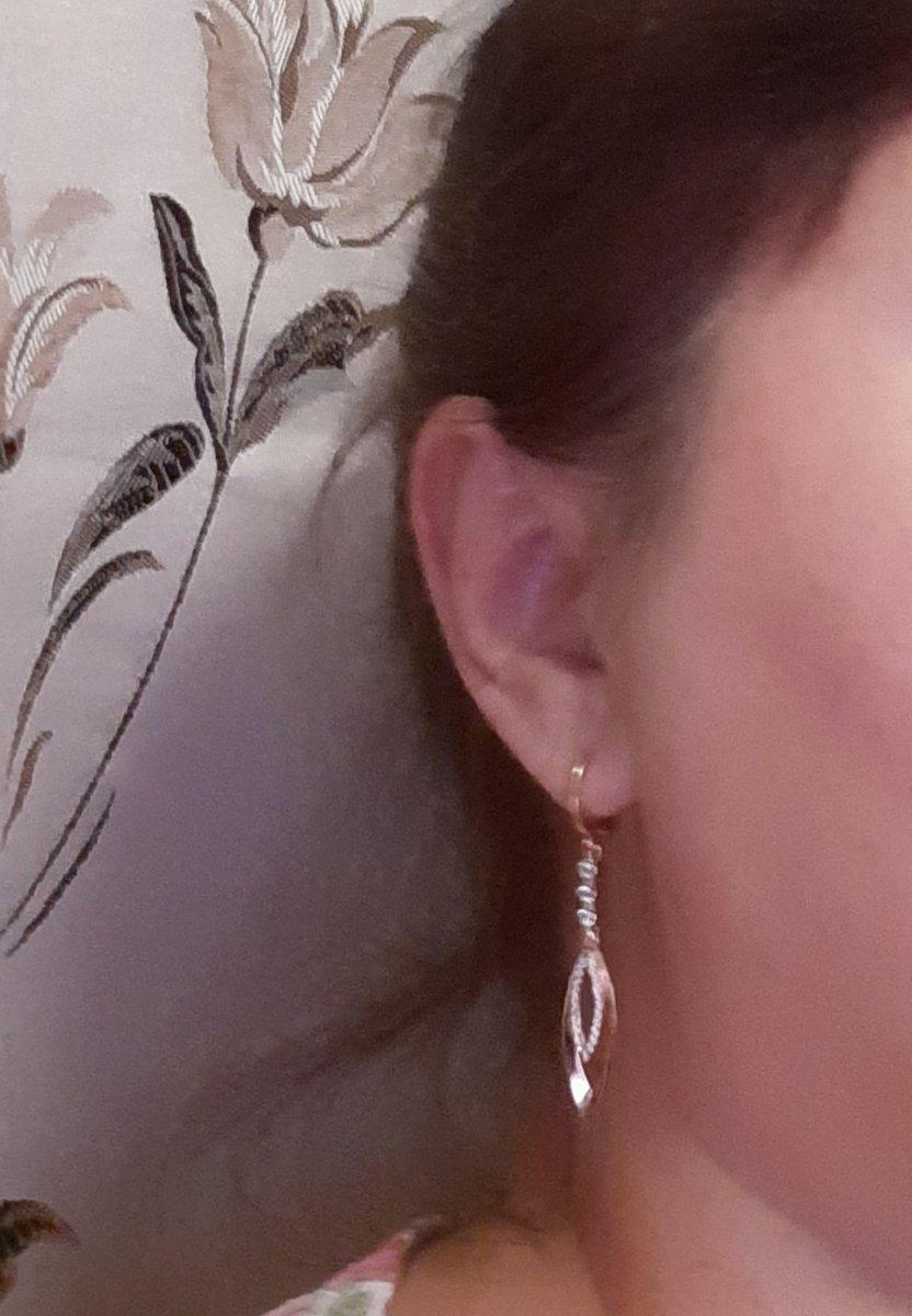 Серебряные серьги с фианитами просто очаровательны и притягивают взгляды!!!
