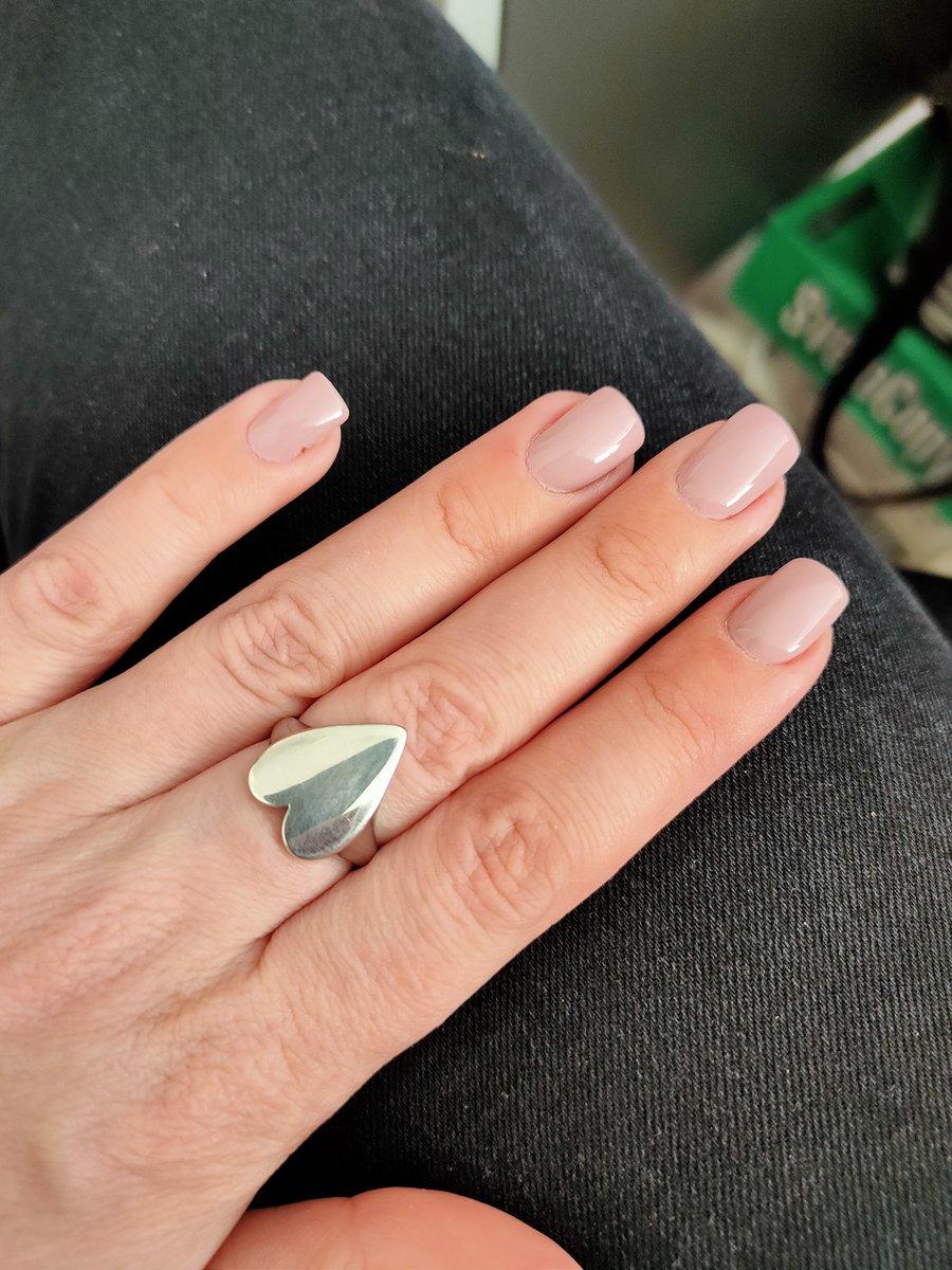 Стильное кольцо для молодых девушек