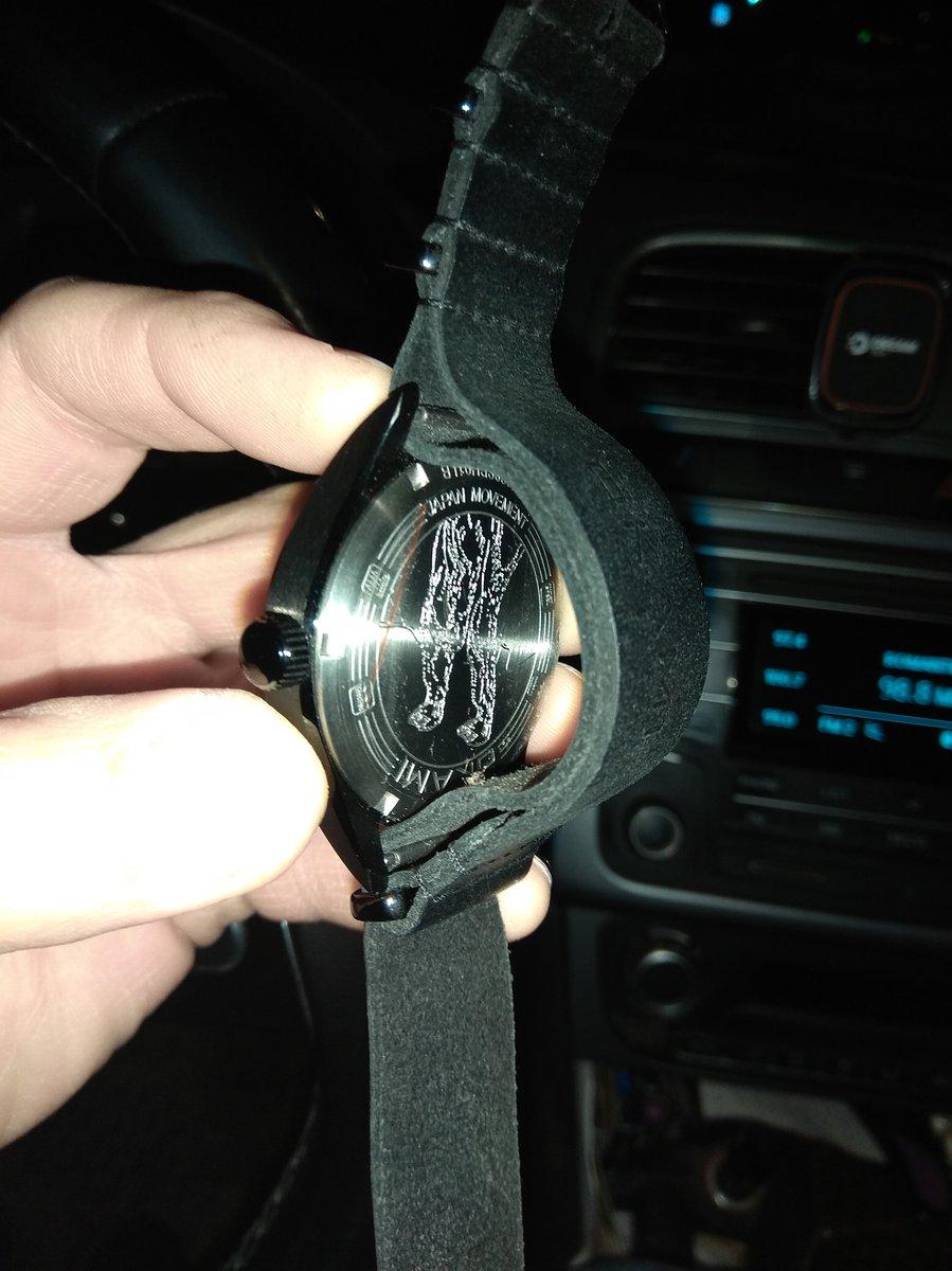 Часы супер, ремешок кожаный-прелесть, ходят секунда в секунду, на д.р.скидк