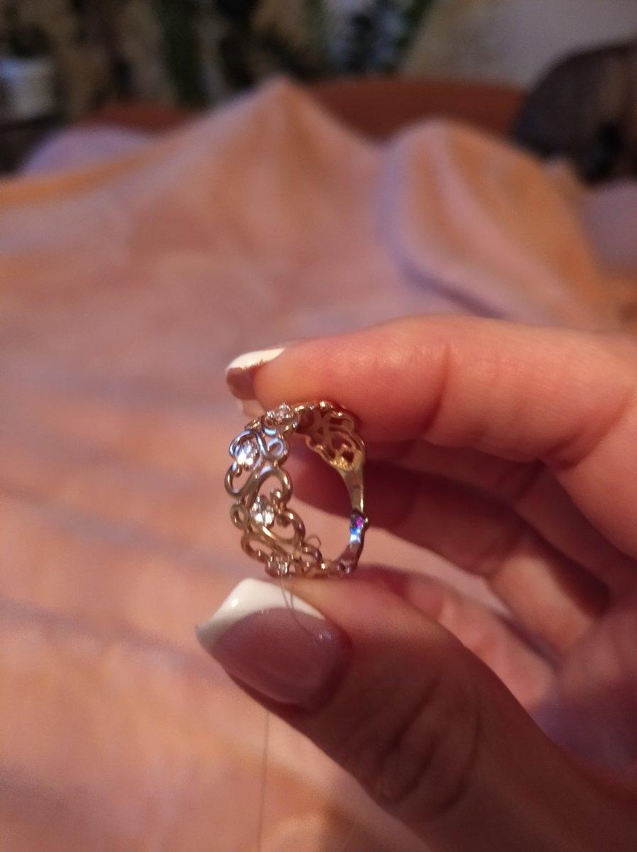 Ажурное кольцо с фианитами и гранатом