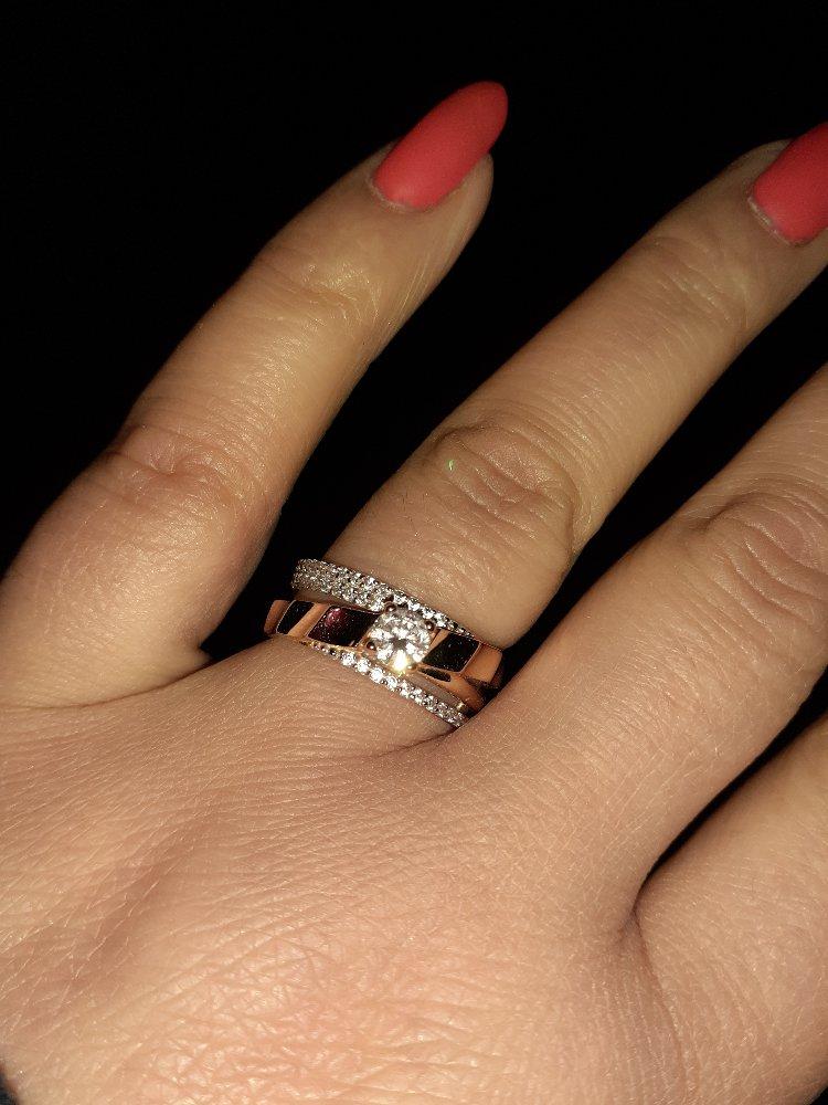Очень красивое кольцо!!!!на руке смотрится шикарно!!!