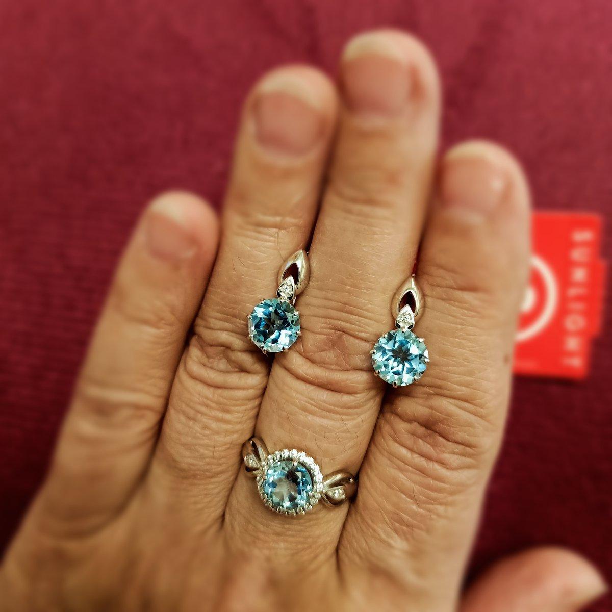 Серебряное кольцо с топазом и фианитами.