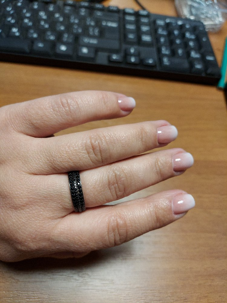 Кольцо с черными фианитами