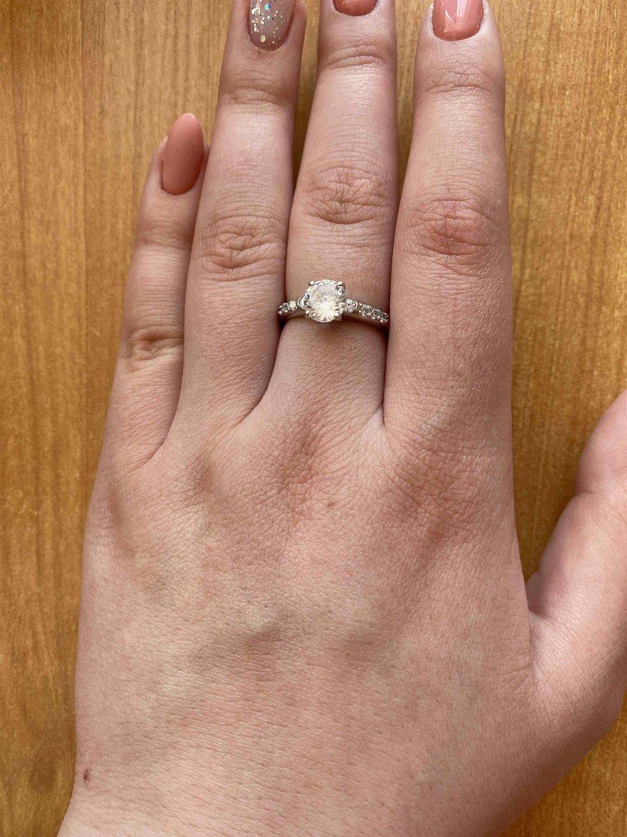 Дарил парень, сразу запало это кольцо мне в душу