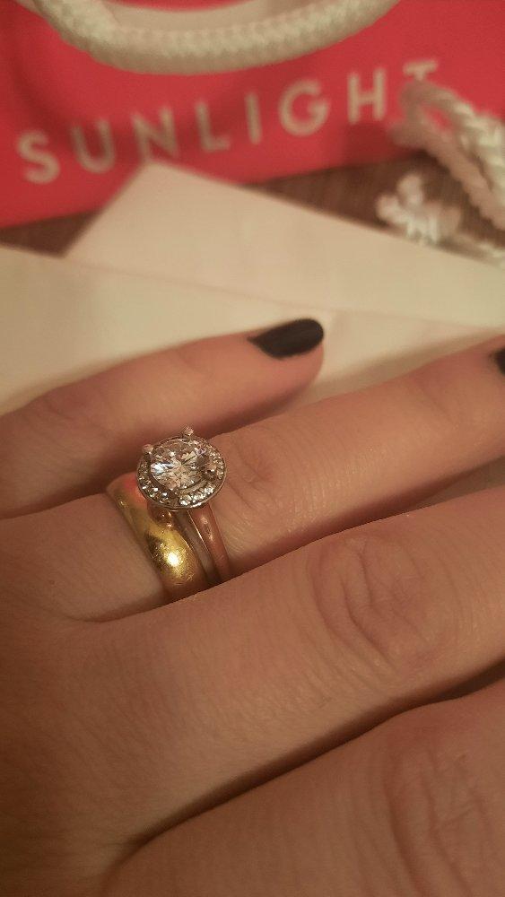 Очень красивое кольцо 🥰 довольна покупкой