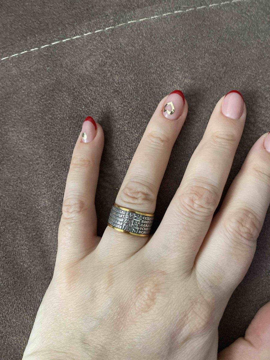 Красивое кольцо лишь бы не стерлось ничего. а то есть горький опыт.