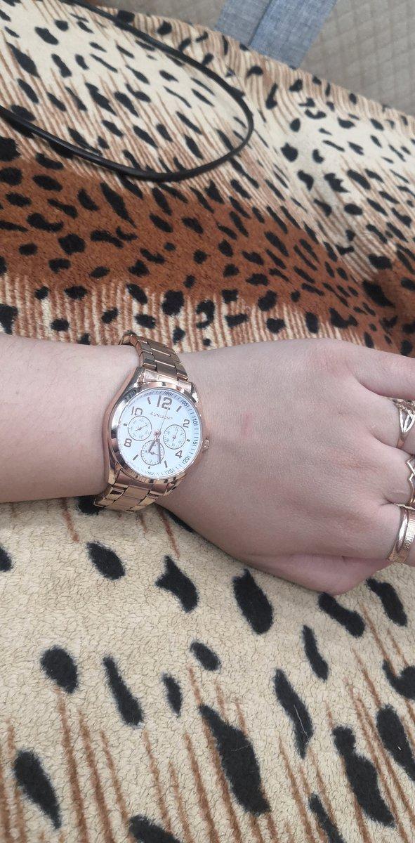 Часы очень красивые, хорошо смотрятся. аккуратные для тонкой руки.