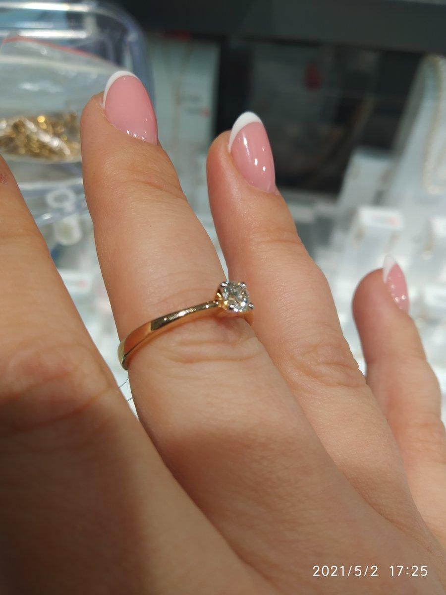Кольцо просто шик💍, с сияющим бриллиантом как ✨