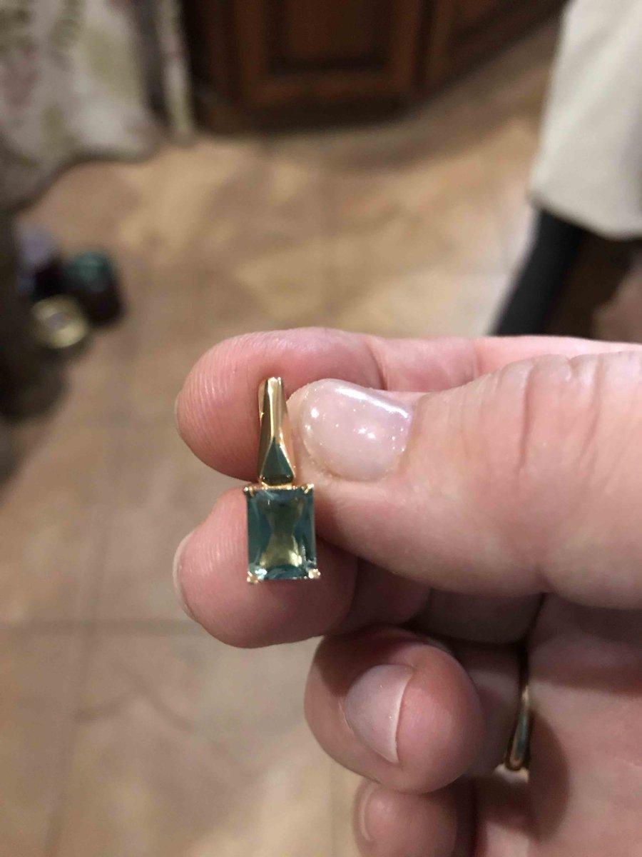 Золотые серьги с зеленым аметистом