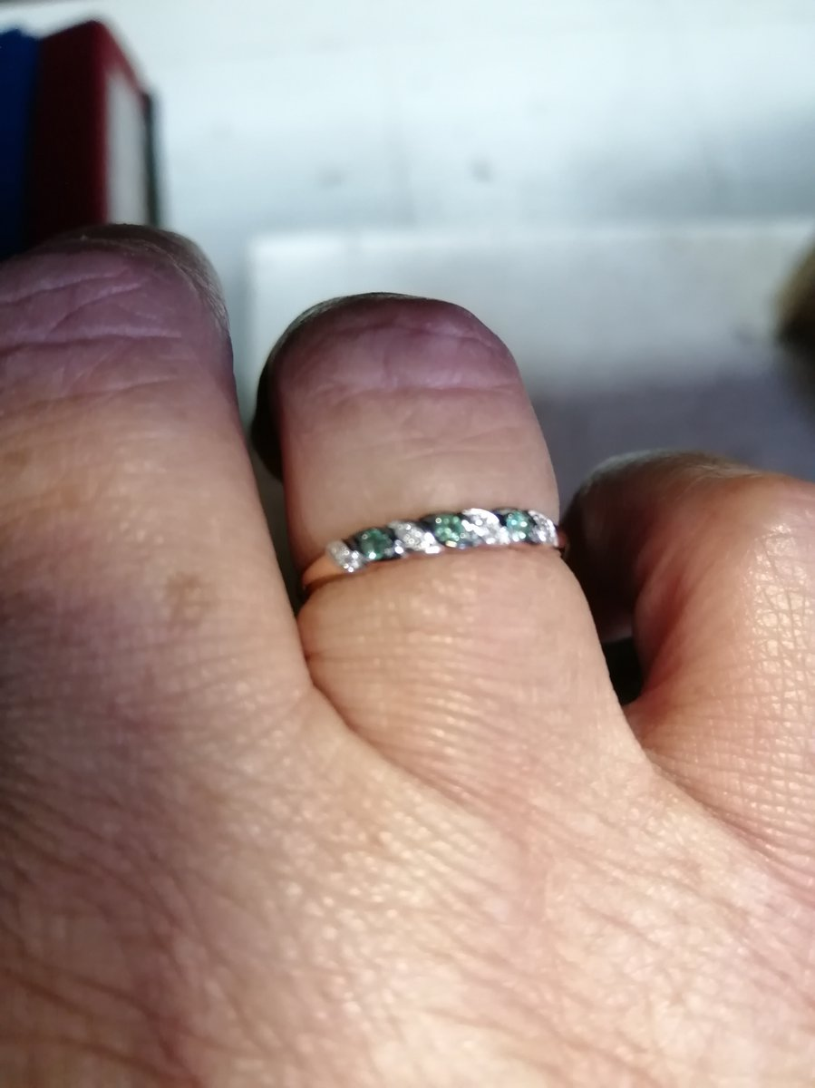 Кольцо с бриллиантами и топазами.