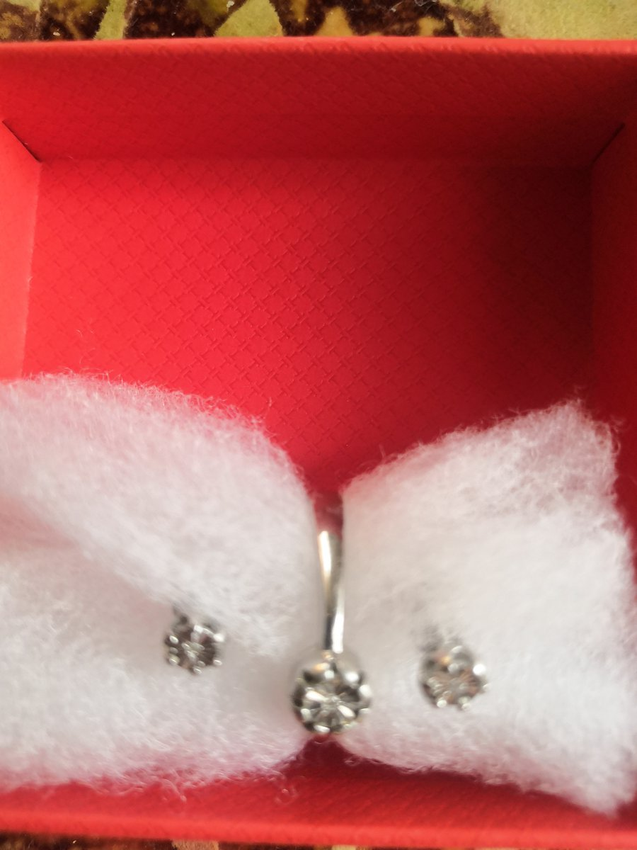 Серебряные пуссеты с бриллиантами.