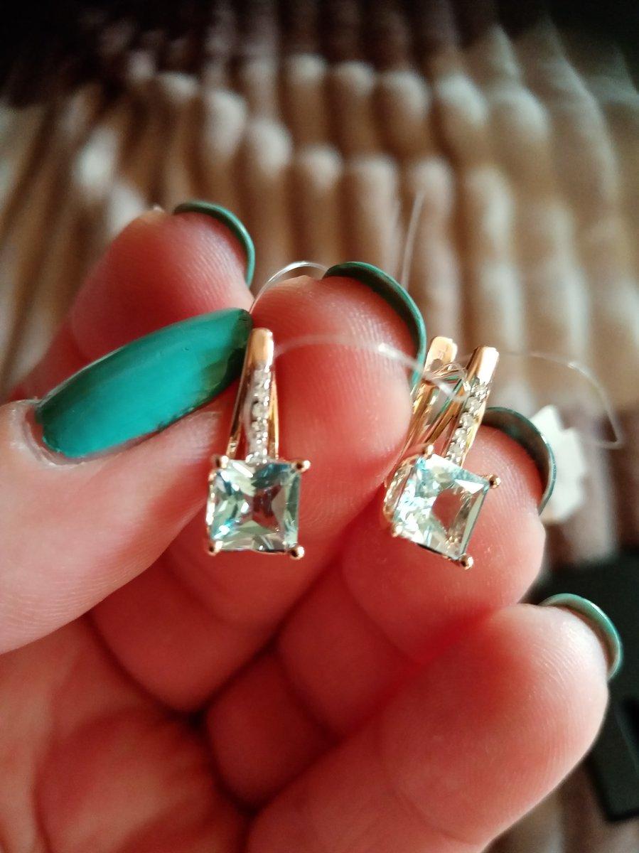 Очень миленькие серёжечки с маленькими бриллиантиками и топазом💎🤩