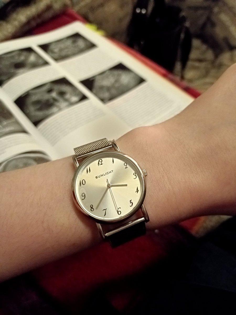 Часы хорошие, вообще люблю белый металл.