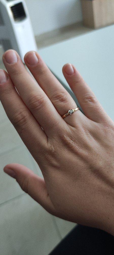 Стильное колечко с бриллиантом