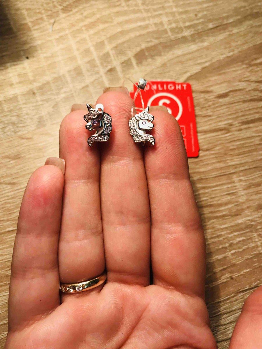 Хорошенькие нежные серёжки, на подарок подружки самое то )))